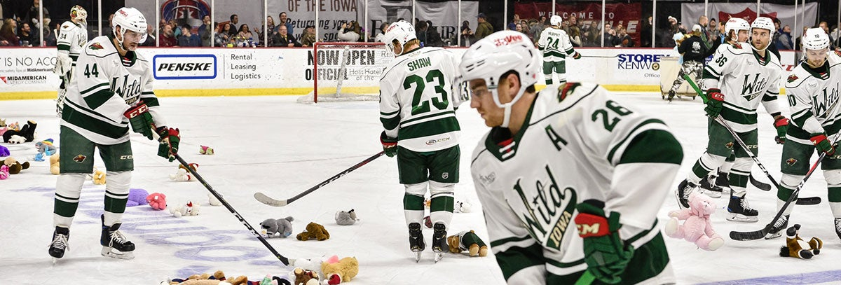 IOWA FALLS TO CHICAGO 5-4 IN TEDDY BEAR TOSS GAME